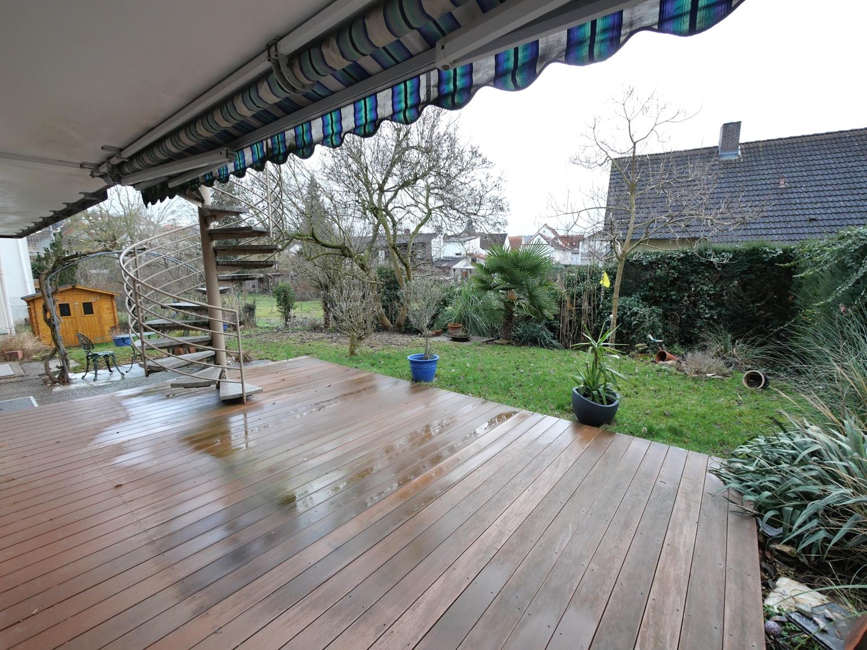 Terrasse mit Gartenansicht 1