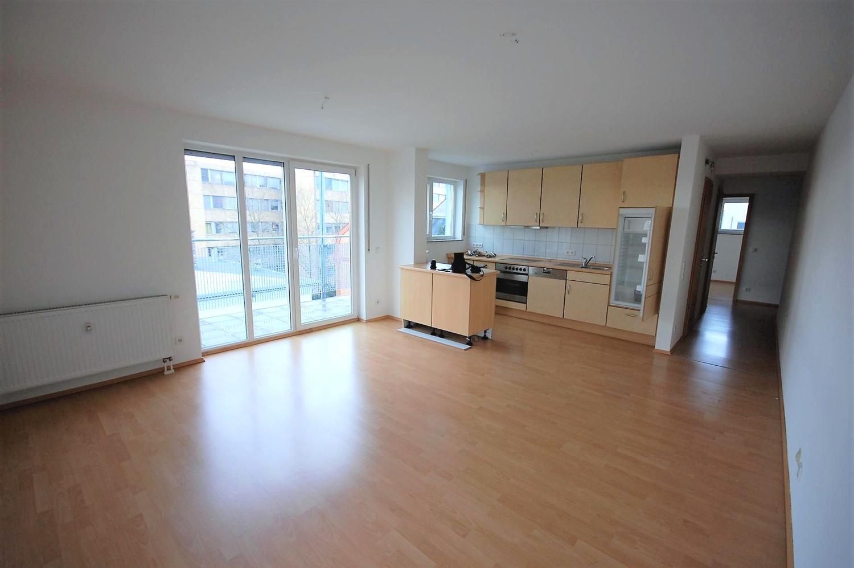 Wohnenzimmer mit Küche (2)