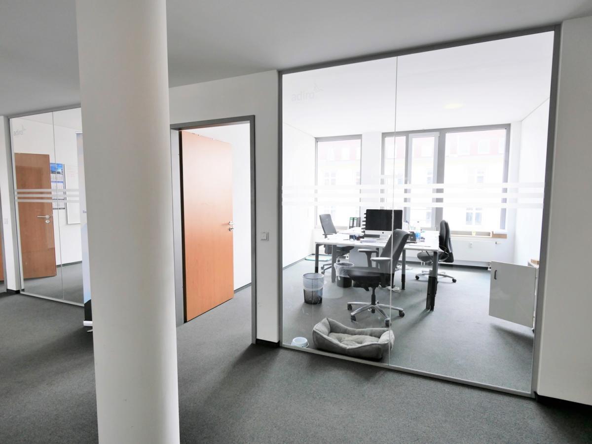 Büroräume mit Glas-Elementen