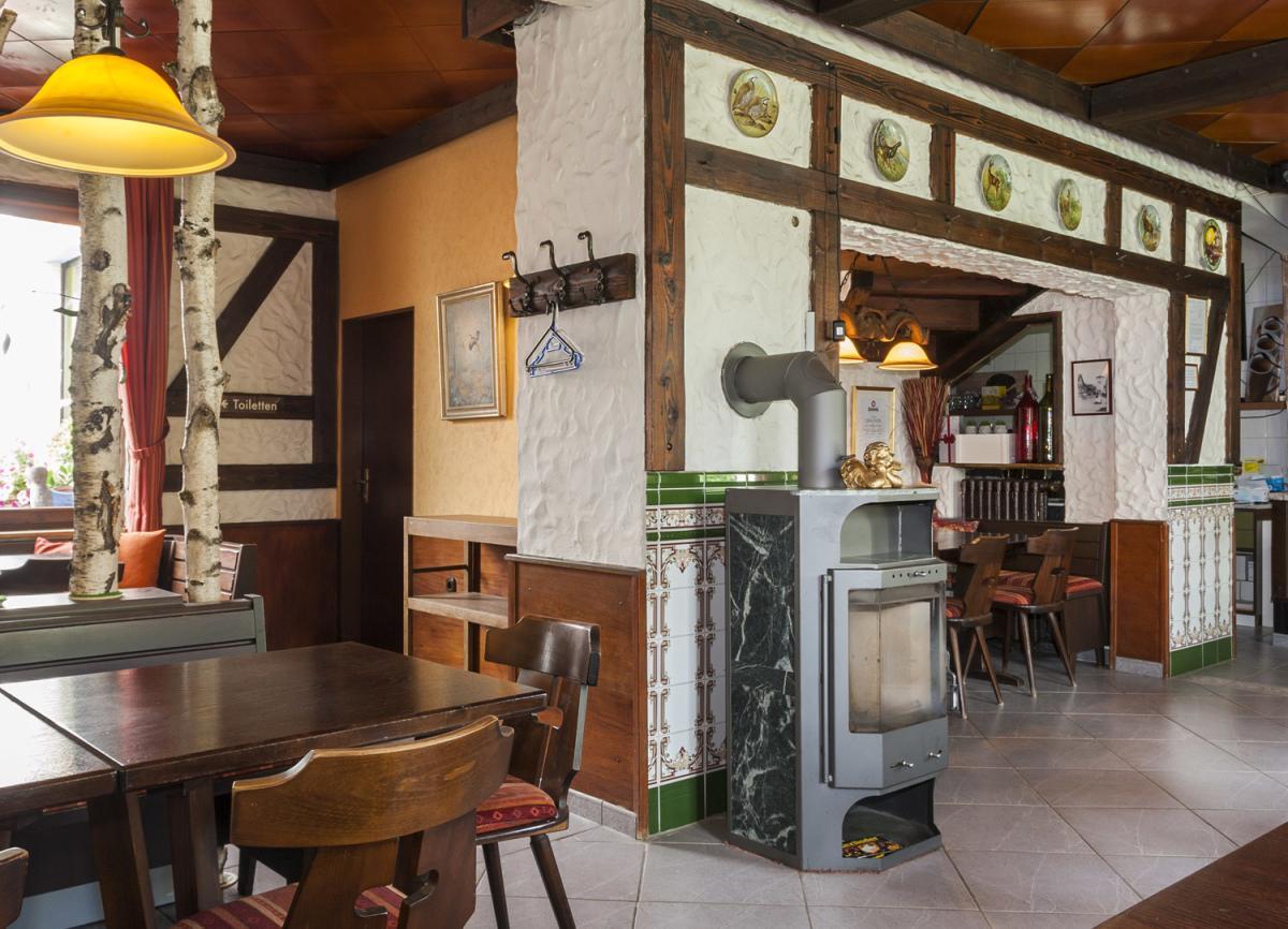 Altdeutscher Gastraum Nische mit Ofen