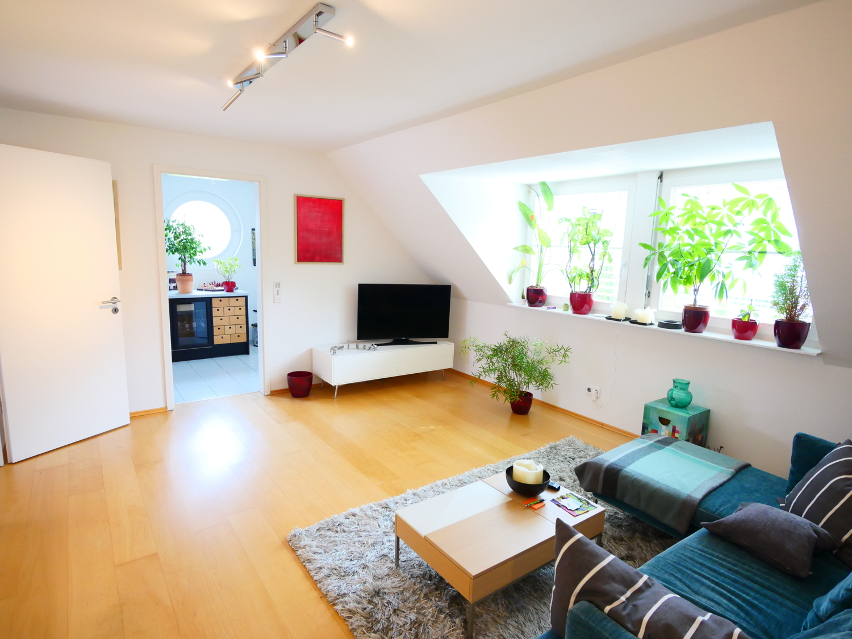 Wohnzimmer mit Blick zur Küche