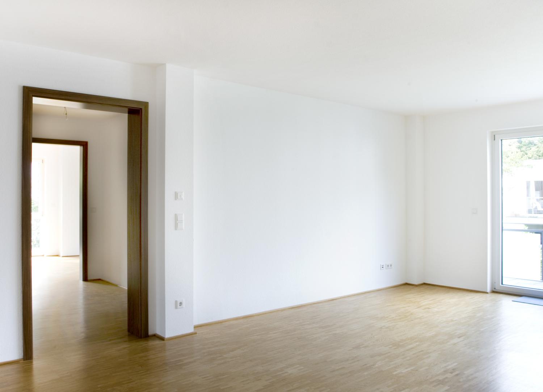 Wohnzimmer mit Dieleneinblick