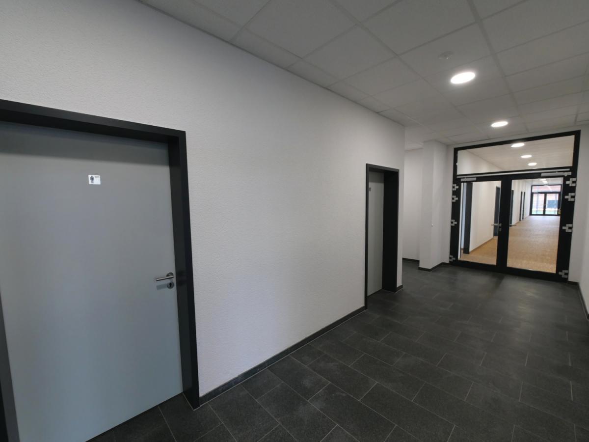 Eingangsbereich mit D+H WCs