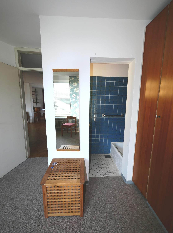EG: Duschbad im Schlafzimmer