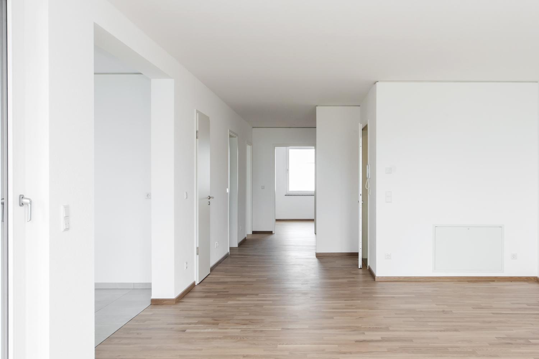 Wohnzimmer mit Flurblick