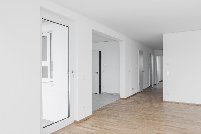 Wohnzimmmer mit Balkonzugang