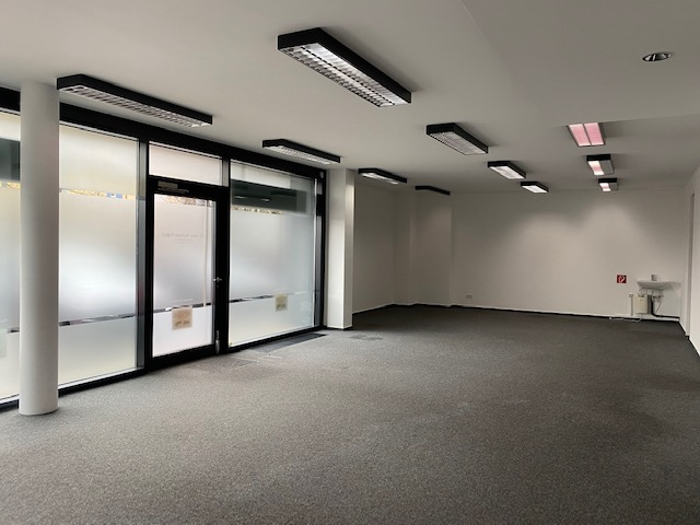 Laden-/Bürofläche mit Schaufenster