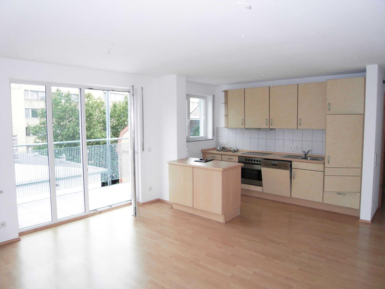 Wohnenzimmer  mit offener Küche (1)Küche (1)