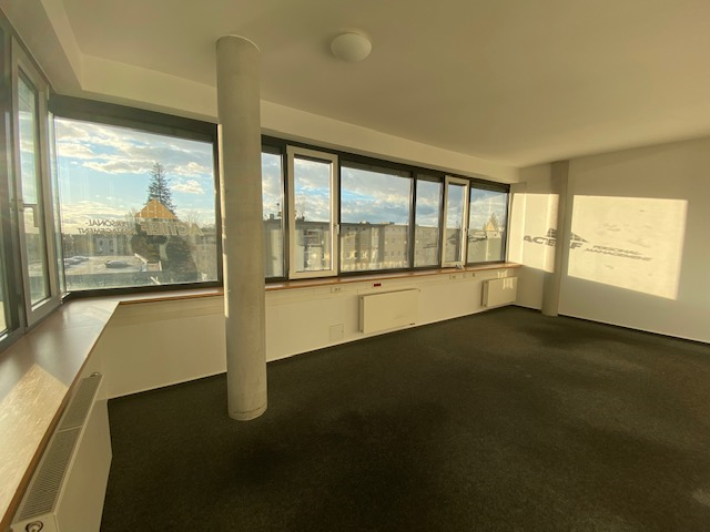 Moderne Büroetage mit Ausblick